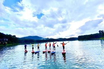 Tour Chèo Thuyền SUP Đà Lạt Trải Nghiệm Mới Lạ Nhất 2021